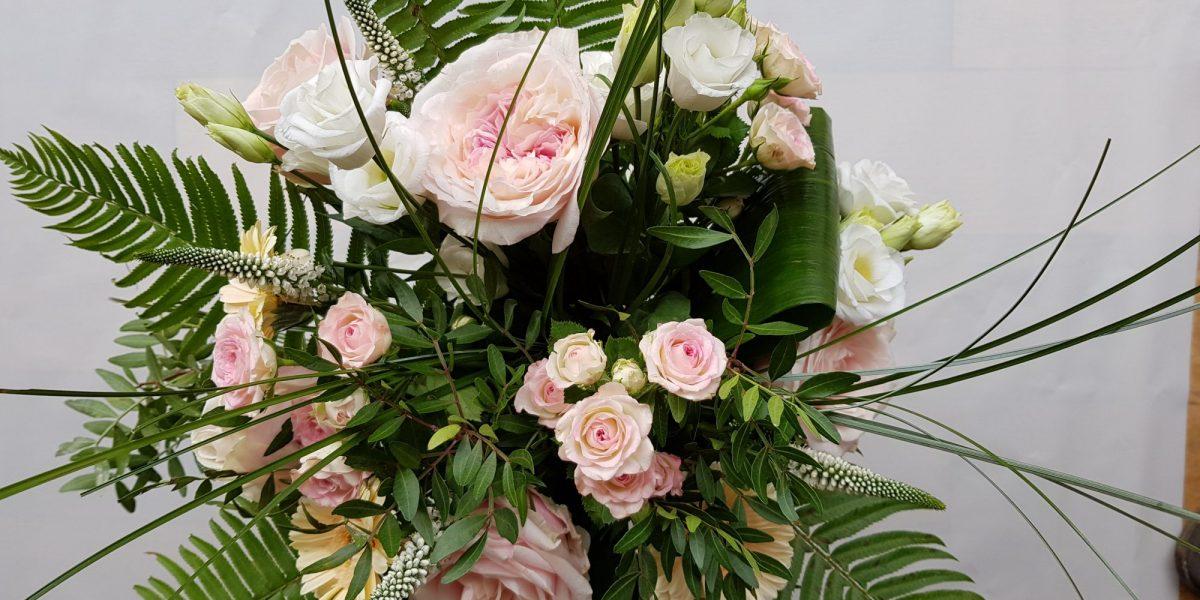 soft pink rose handtied
